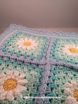 May's Daisy Blanket (corner)