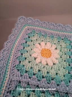 May's Daisy blanket (close up)