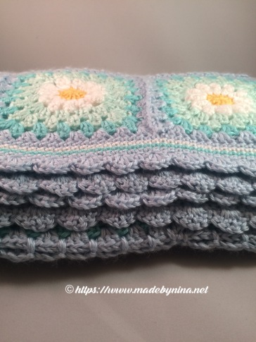 May's Daisy blanket (folded)
