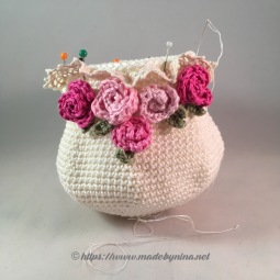 Mom's Cream 'n Rose *coin purse WIP