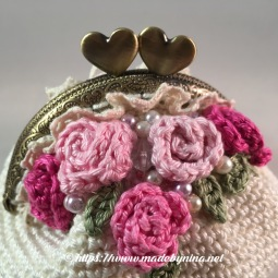 Mom's Cream 'n Rose *coin purse (Close up)