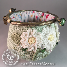 Green Daisy *Coin Purse (open - side)