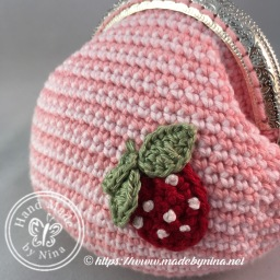 Strawberry 'n Cream *Card Purse (Close up)