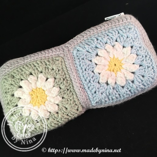 Daisy crochet hook purse