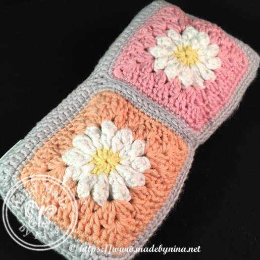 Daisy crochet hook purse (other side)
